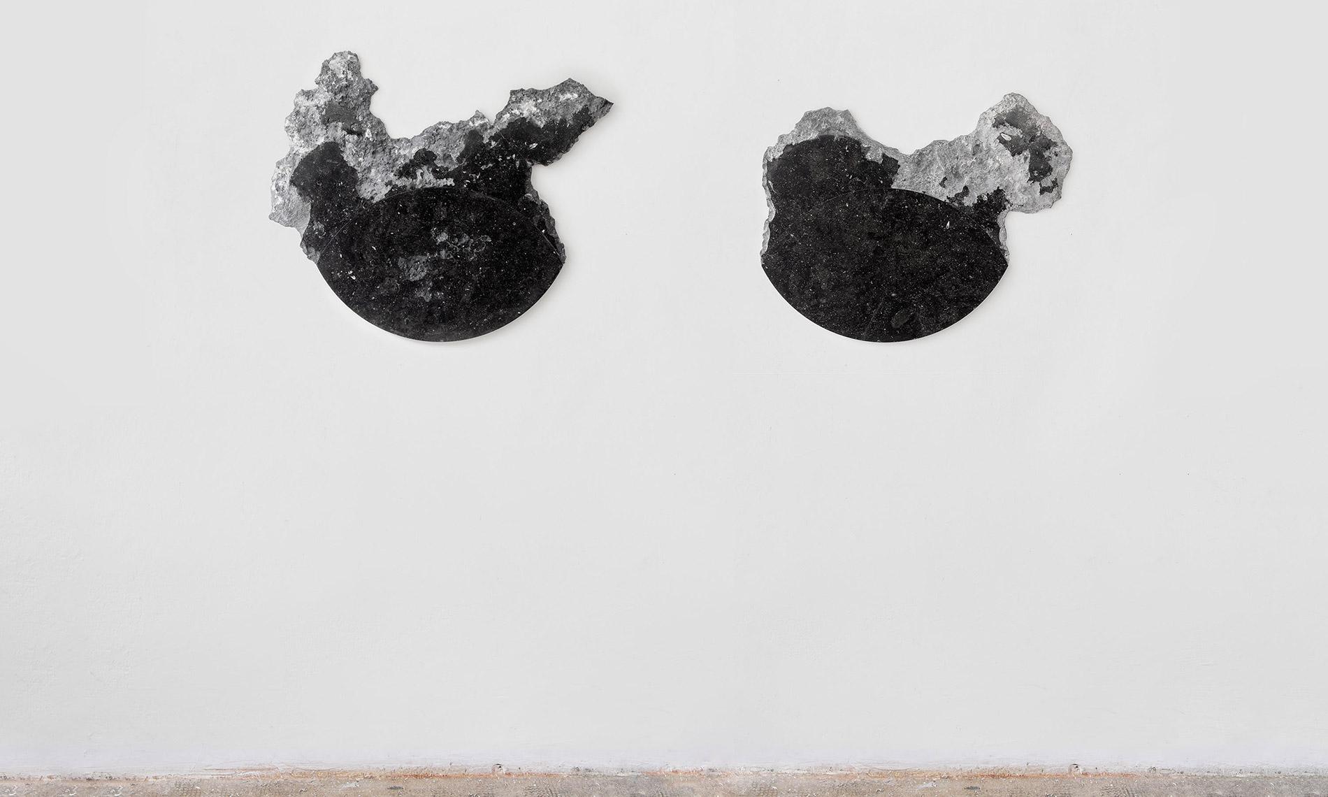Yari Miele, Battito di ciglia, 2019 stone Pierre Bleu, foto Giulio Boem, courtesy dell'artista